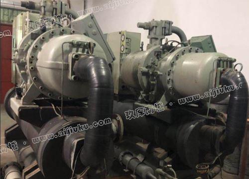 宏星248 KW水冷螺杆式冷水机