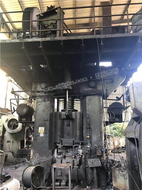 青岛产1600 摩擦压力机