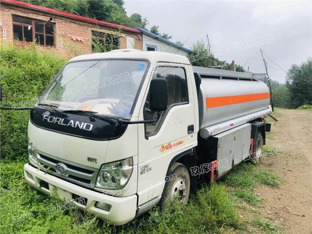 福田时代五吨油罐车