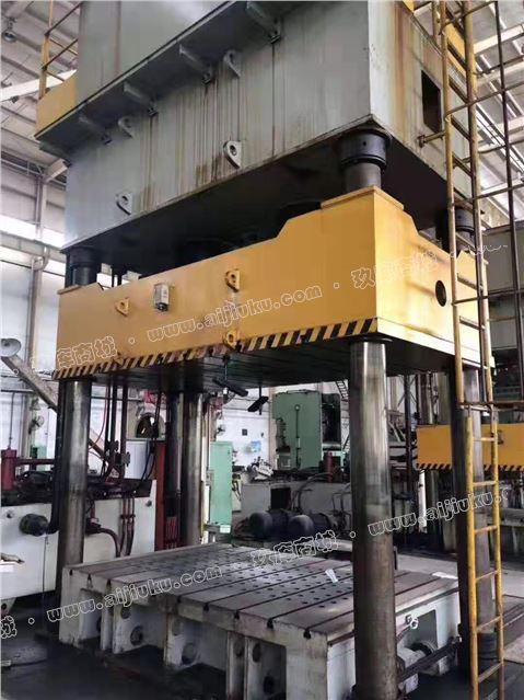 江东800吨液压机。工作台3米2米。带油冷。开口1.8米。行程1.2米