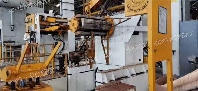 出售一台济南二机400吨冲床,吨位移加送料机一起出售