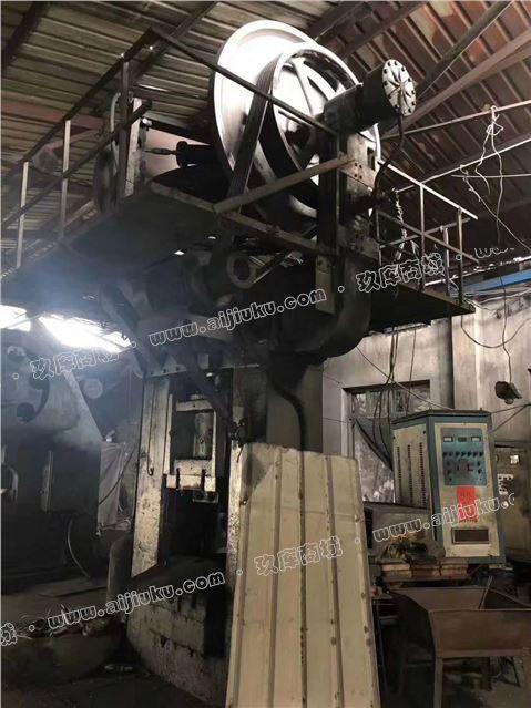 高价回收青岛宏达400吨磨擦压力机